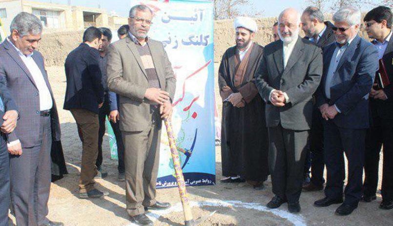 آئین کلنگ زنی مدرسه برکت در زمین اهدا شده از سوی خیرین در منطقه رهنان اصفهان